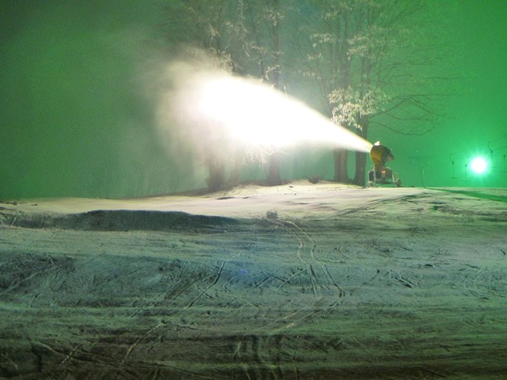 Nach Ski mit Schneekanone
